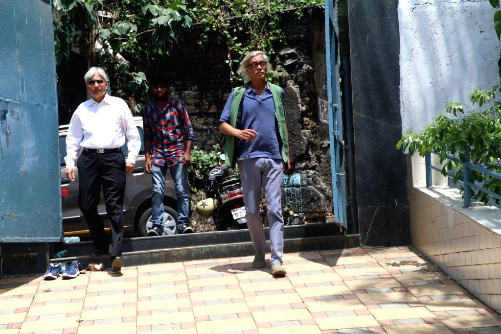 Filmmaker Sudhir Mishra attend the funeral of filmmaker Nikkhil Advani's mother  in Mumbai on April 8, 2018. - Sudhir Mishra and Nikkhil Advani