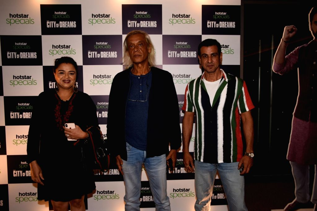 """Filmmaker Sudhir Mishra with actor Ronit Roy at the trailer launch of the upcoming web series """"City of Dreams"""" in Mumbai, on April 25, 2019. - Sudhir Mishra and Ronit Roy"""