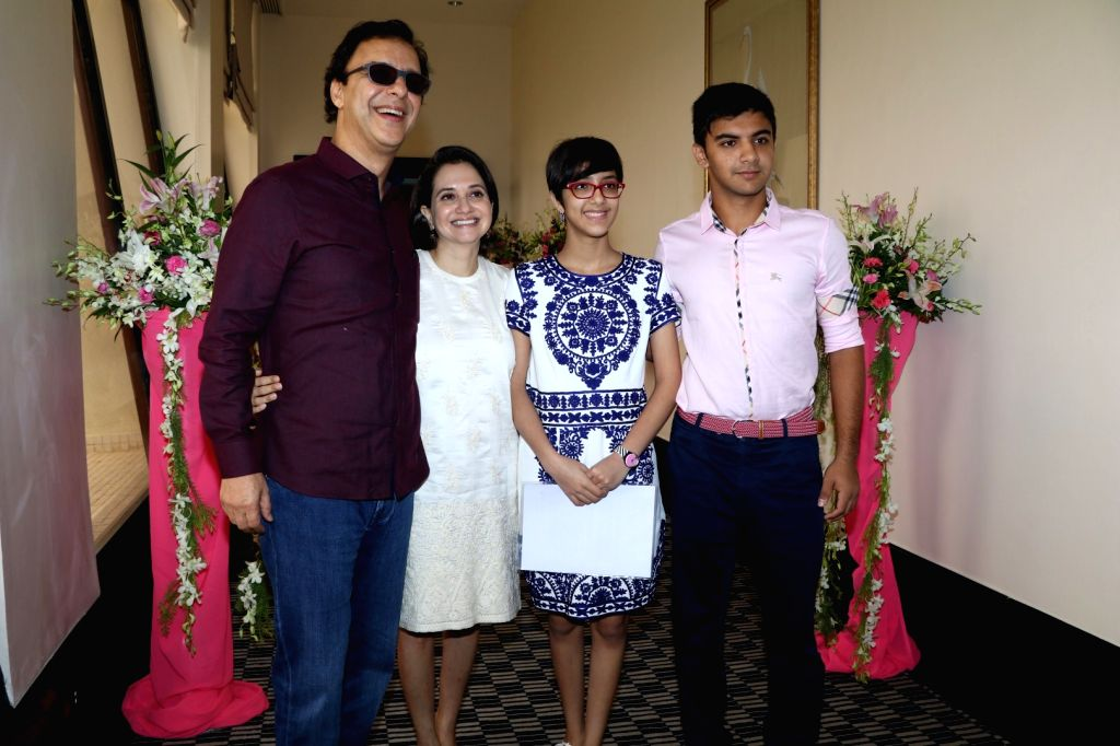 Filmmaker Vidhu Vinod Chopra along with his wife Anupama Chopra, daughter Zuni Chopra and son Agni Dev during the launch of Jaslok hospital`s new wing Jaslok Fertility Tree, in Mumbai, on Aug ... - Vidhu Vinod Chopra, Anupama Chopra and Dev