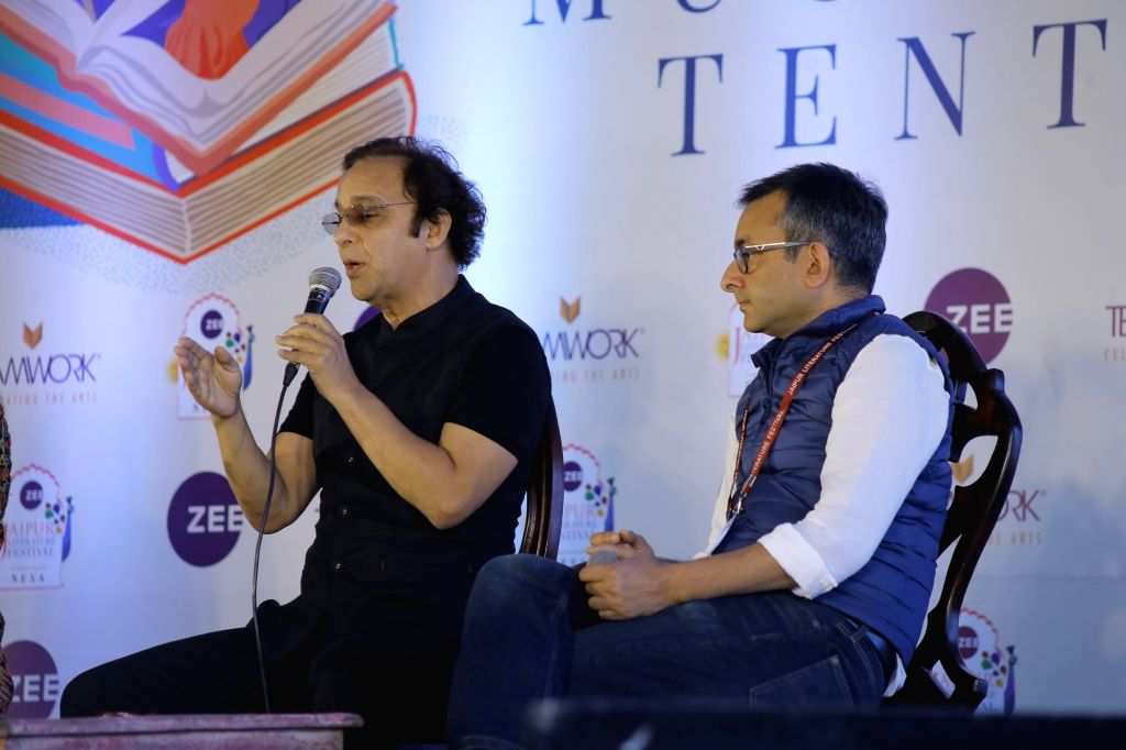 Filmmaker Vidhu Vinod Chopra interacts with writer and journalist Rahul Pandita at the session 'Shikara' on the third day of Jaipur Literature Festival, on Jan 25, 2020. - Vidhu Vinod Chopra