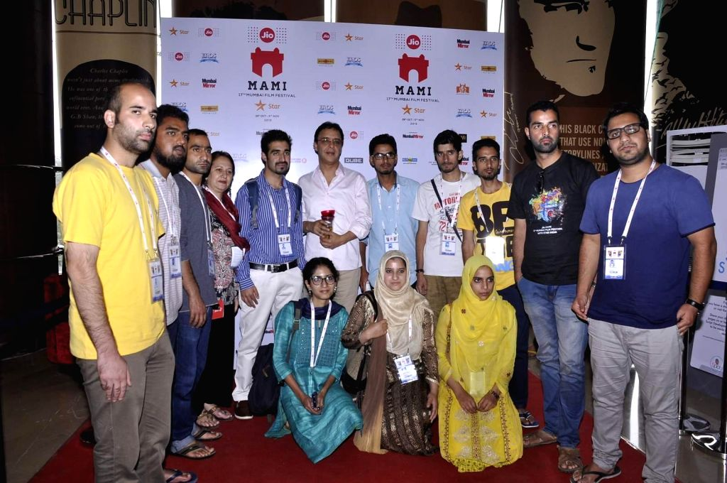 Filmmaker Vidhu Vinod Chopra with Kashmiri students who are in Mumbai to attend the Jio MAMI 17th Mumbai Film Festival, on Nov 1, 2015. - Vidhu Vinod Chopra