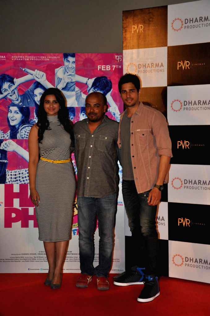 Filmmaker Vinil Matthew, actor Sidhrath Malhotra and Parineeti Chopra at the first look of their upcoming film Hasee Toh Phasee directed by Vinil Matthew at PVR Cinemas in Mumbai on December 13, 2013. - Vinil Matthew, Sidhrath Malhotra and Parineeti Chopra