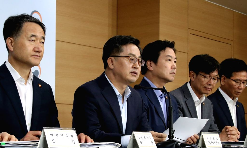 Finance Minister Kim Dong-yeon (2nd from L) and other economy-related officials hold a joint press briefing in Seoul on July 18, 2018, on South Korea's economic policy plan for the second half ... - Kim Dong