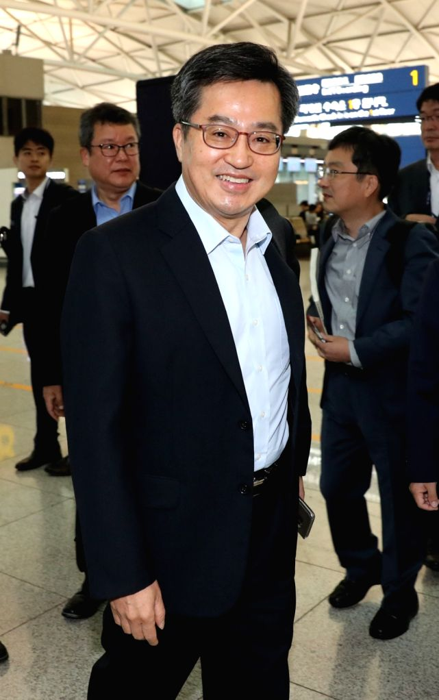 Finance Minister Kim Dong-yeon, who doubles as the deputy prime minister for economic affairs, leaves Incheon International Airport, west of Seoul, on Oct. 11, 2017, to attend the upcoming ... - Kim Dong