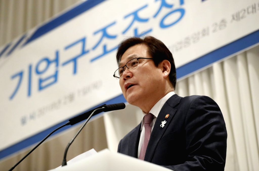 Financial Services Commission (FSC) Chairman Choi Jong-ku speaks at a seminar in Seoul on Feb. 1, 2018, to expedite corporate restructuring.