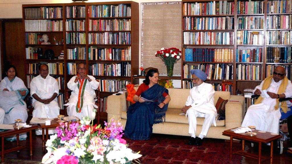 First UPA meeting after the Parliament Election-2009, before formation of the Government on May 20 2009, at Sonia Gandhi's Residence on Wednesday.