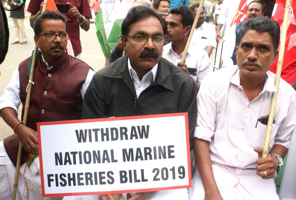 Fishermen from Kerala stage a demonstration against the National Marine Fisheries (Regulation and Management) Bill 2019, in New Delhi on Dec 12, 2019.