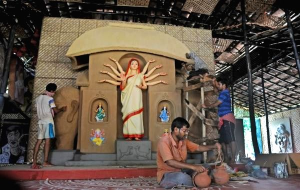 Flags removed at UP pandal, police finds 'children's play'.