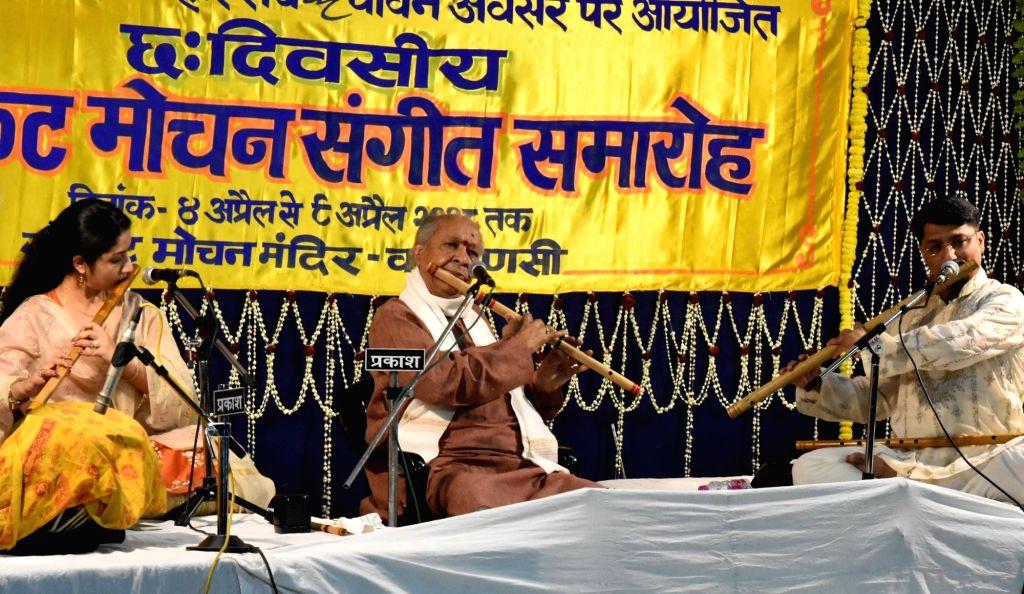 Flautist Pandit Hariprasad Chaurasia (C) performs during Sankat Mochan Sangeet Samaroh in Varanasi on April 6, 2018.