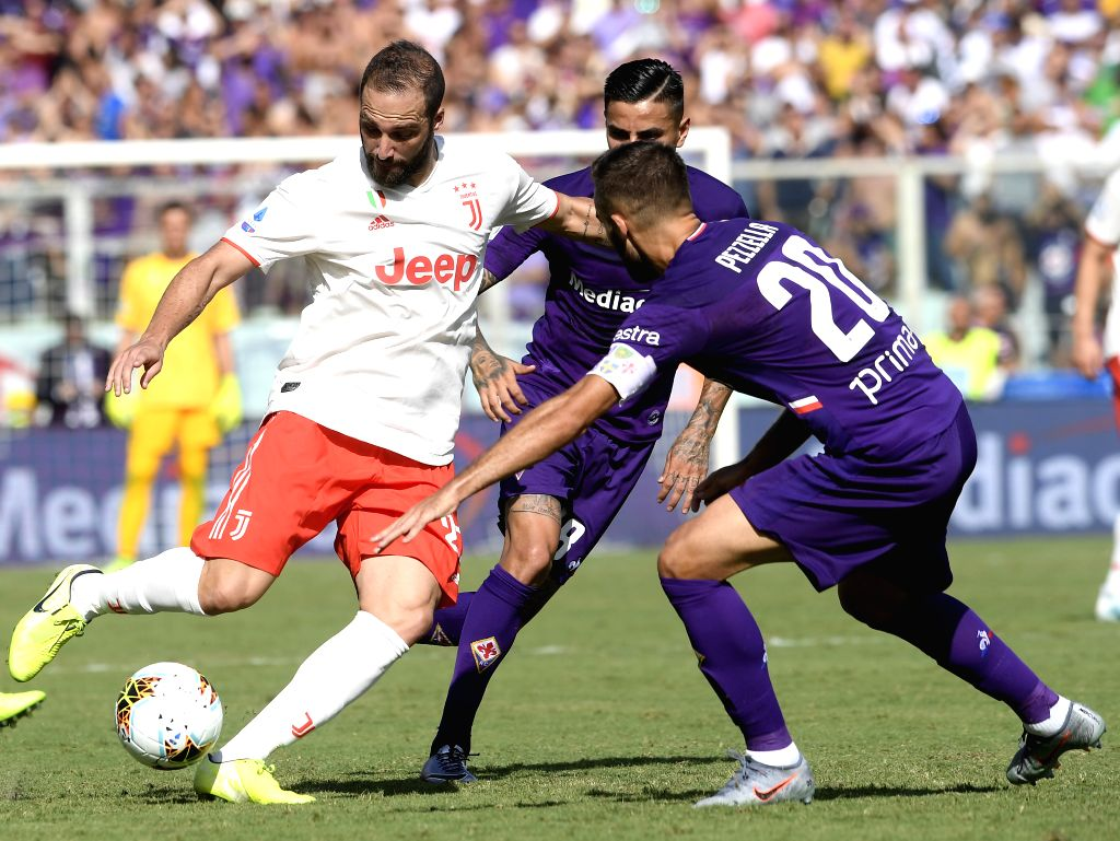 FLORENCE, Sept. 15, 2019 - Fiorentina's German Pezzella (R) vies with FC Juventus' Gonzalo Higuain (L) during the Serie A soccer match between Fiorentina and Juventus in Florence, Italy, Sept. 14, ...
