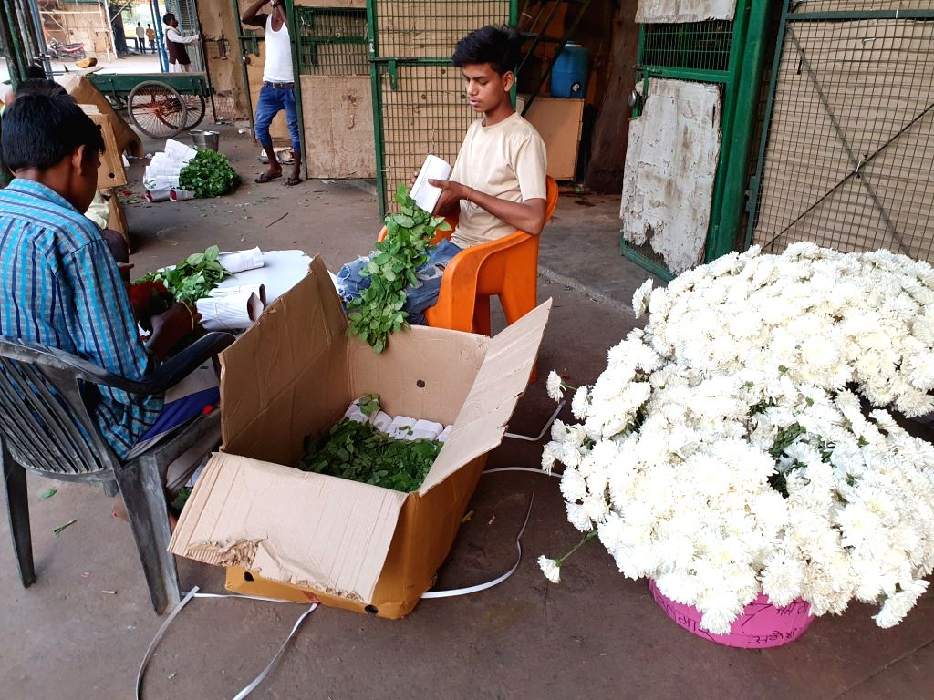 Flower business in Ghazipur market withers amid corona pandemic.
