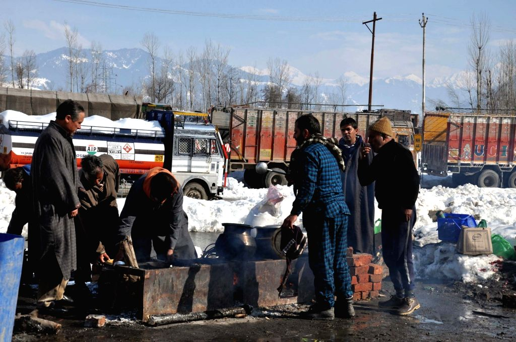 Food being cooked for people stranded on Jammu and Kashmir Highway at a makeshift community kitchen in Wangund of Jammu and Kashmir's Ananthnag district on Feb 11, 2019.