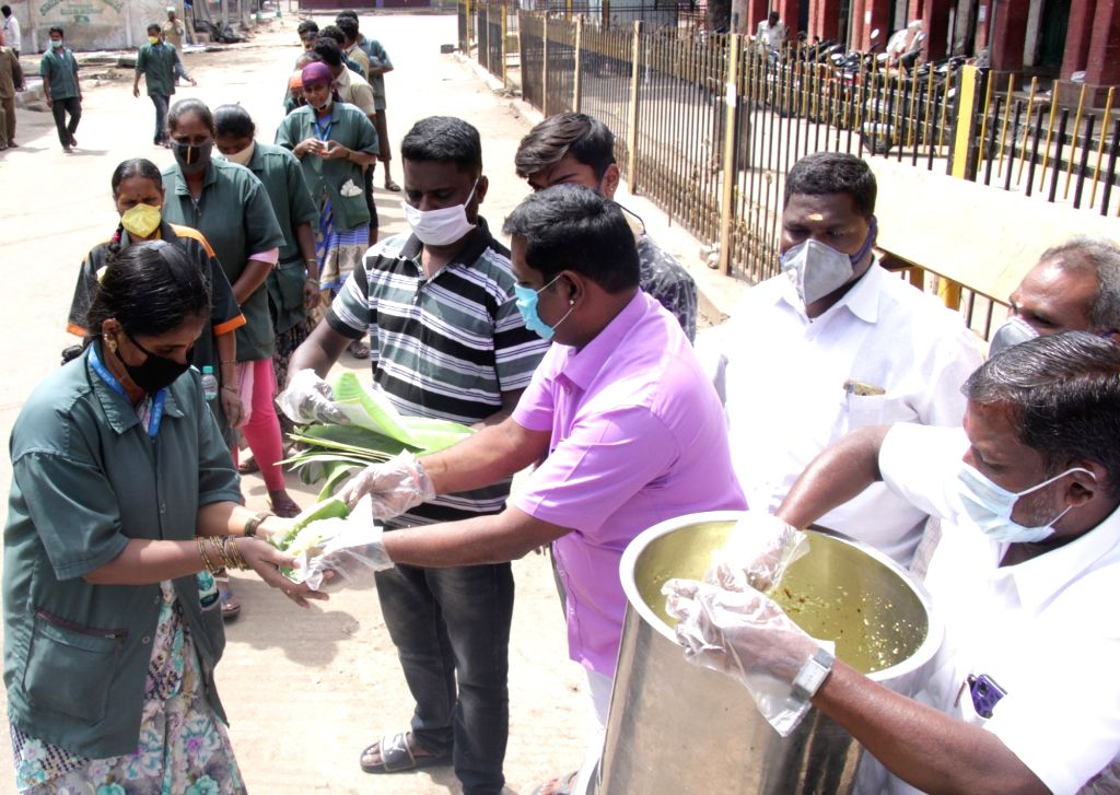 Food being distributed among municipal workers on Day 2 of the 21-day nationwide lockdown imposed by the Narendra Modi government over the coronavirus pandemic; in Bengaluru on March 26, ... - Narendra Modi