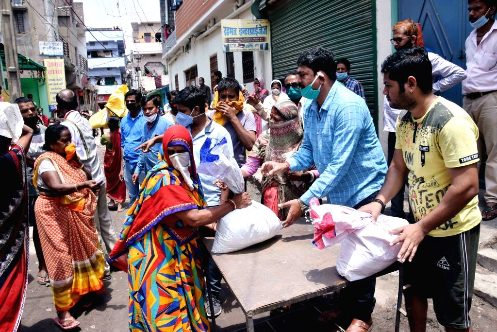 Food being distributed among the poor, needy and homeless people in Patna during the extended nationwide lockdown imposed to mitigate the spread of coronavirus; on Apr 27, 2020.