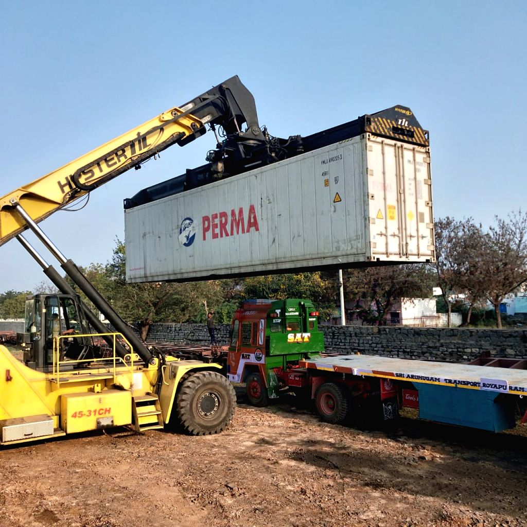 For the first time, bananas have been transported by train in freezer containers from Tadipatri station in Guntakal division of the South Central Railway (SCR) zone to Jawaharlal Nehru Port Trust (JNPT) in Mumbai for onward export to Middle Eastern c