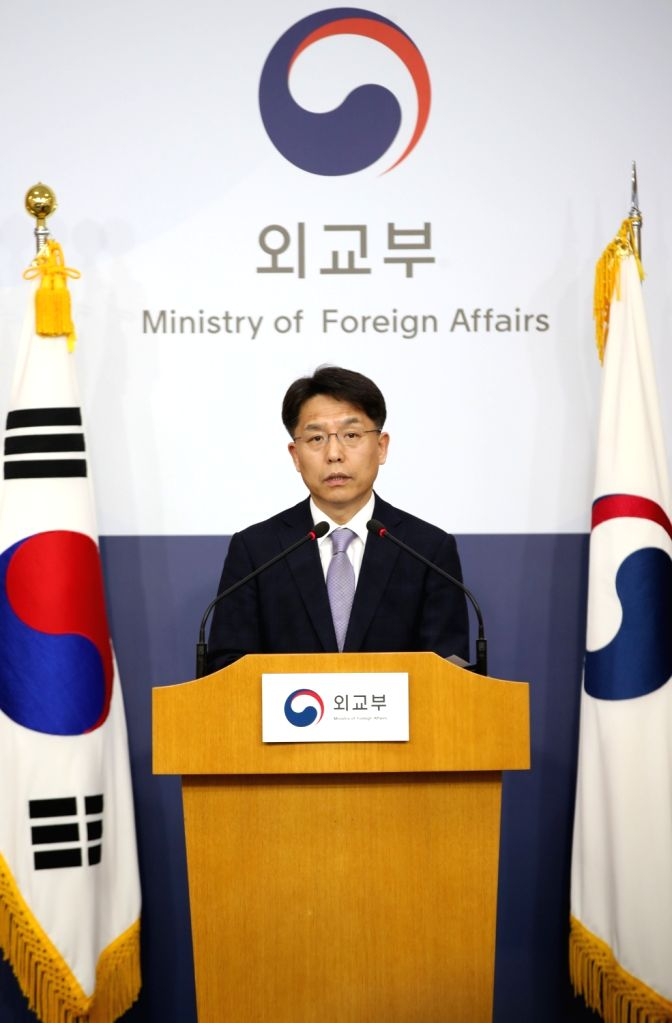 Foreign Ministry spokesman Noh Kyu-duk answers reporters' questions on three kidnapped South Korean sailors during a briefing session at the ministry on April 3, 2018. The three seamen who were on a ...