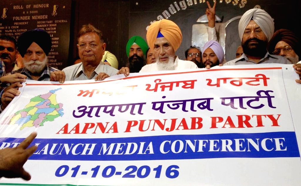 """Former Aam Aadmi Party leader from Punjab, Sucha Singh Chhotepur addressing a press conference while launching a new political party """"Apna Punjab Party"""" in Chandigarh on Oct. 1, ... - Sucha Singh Chhotepur"""