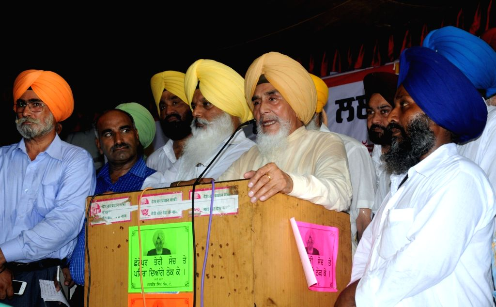 Former Aam Aadmi Party leader Sucha Singh Chhotepur addresses a press conference in Amritsar on Sept 15, 2016. - Sucha Singh Chhotepur