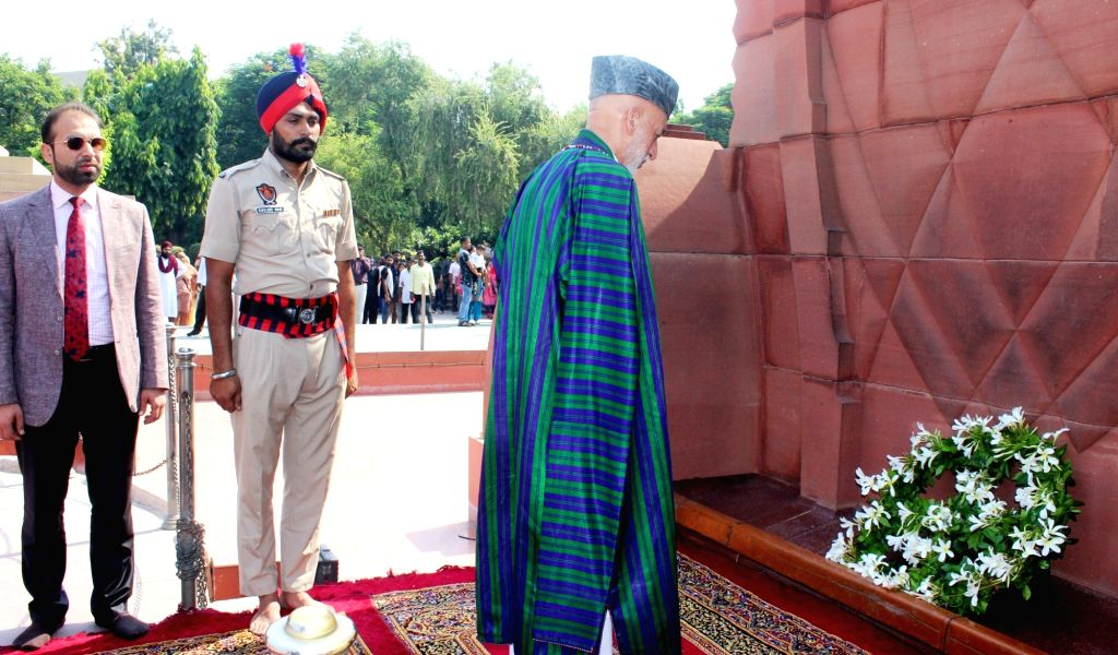 Former Afghanistan President Hamid Karzai pays tributes at Jallianwala Bagh, in Amritsar, on Sept 21, 2018.