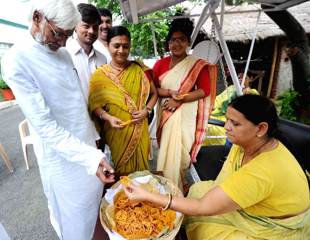 Former Bihar Chief Minister Rabri Devi distributing sweets on Independence Day in Patna. (Photo::: IANS)