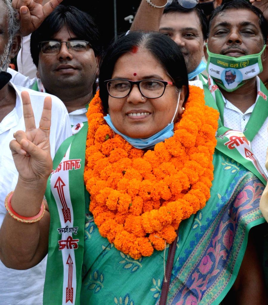 Former Bihar Minister and JD-U leader Manju Verma, an accused in Muzaffarpur shelter-home sex scandal, flash victory sign alng with suporrters ahead of Bihar Assembly elections, outside the ... - Manju Verma