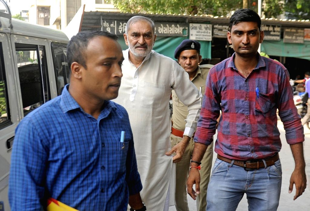 Former BJP leader Nalin Kotadia being taken to be produced before an Ahmedabad court in connection with a Bitcoin extortion case, on Sept 17, 2018.