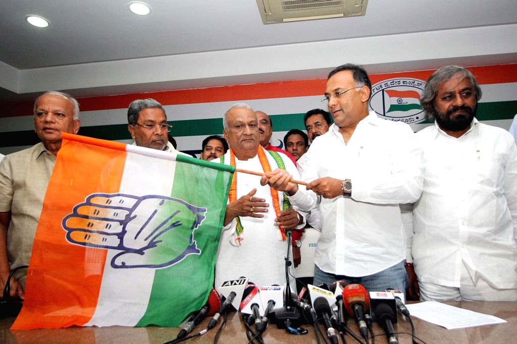 Former BJP MLA Raju Kage joins Congress at the party office in presence of party leaders Siddaramaiah and Dinesh Gundu Rao in Bengaluru on Nov 14, 2019. - Dinesh Gundu Rao