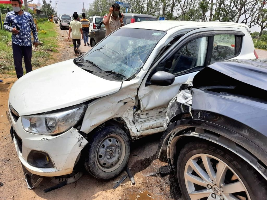 Former CM Chautala???s vehicle meets with accident