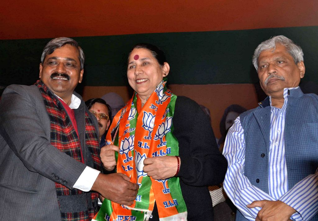 Former Congress leader Krishna Tirath joins BJP in presence of Delhi Congress chief Satish Upadhyay,  Delhi in-charge of BJP Prabhat Jha and party leader Udit Raj in New Delhi, on Jan 19, 2015. - Satish Upadhyay