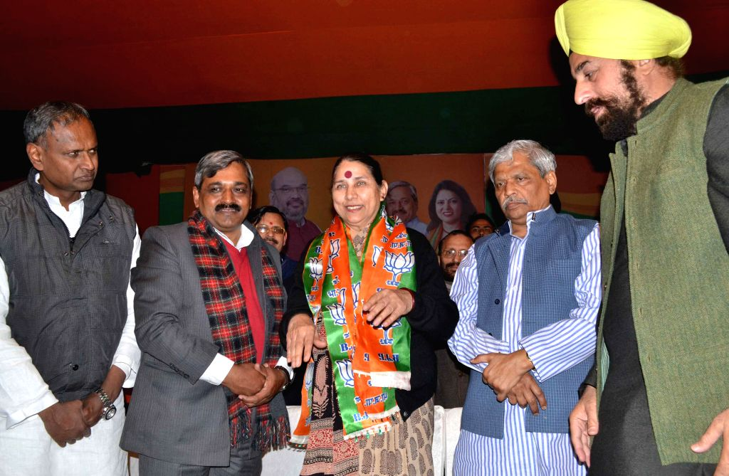 Former Congress leader Krishna Tirath joins BJP in presence of Delhi Congress chief Satish Upadhyay and Delhi in-charge of BJP Prabhat Jha in New Delhi, on Jan 19, 2015. - Satish Upadhyay