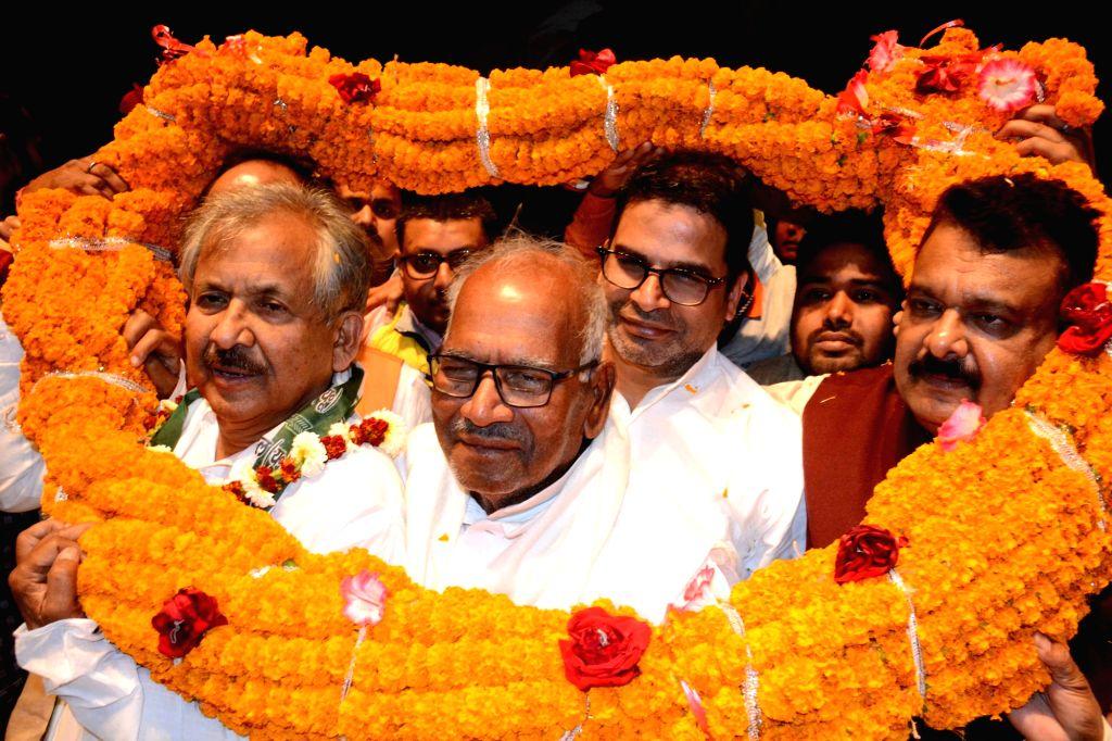 Former Congress leader Ram Jatan Sinha joins JD(U) in presence of JD(U) leader Prashant Kishore in Patna on Feb 12, 2019. - Jatan Sinha