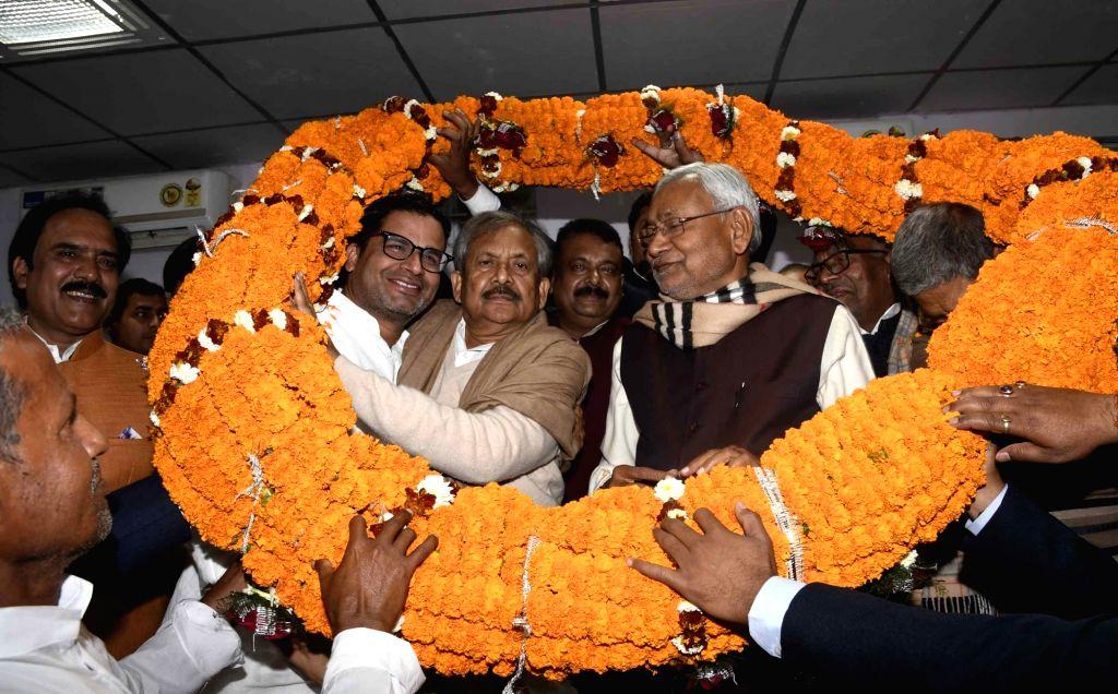 Former Congress leader Ram Jatan Sinha joins JD(U) in presence of JD(U) leaders Nitish Kumar and Prashant Kishore in Patna on Feb 12, 2019. - Jatan Sinha and Nitish Kumar
