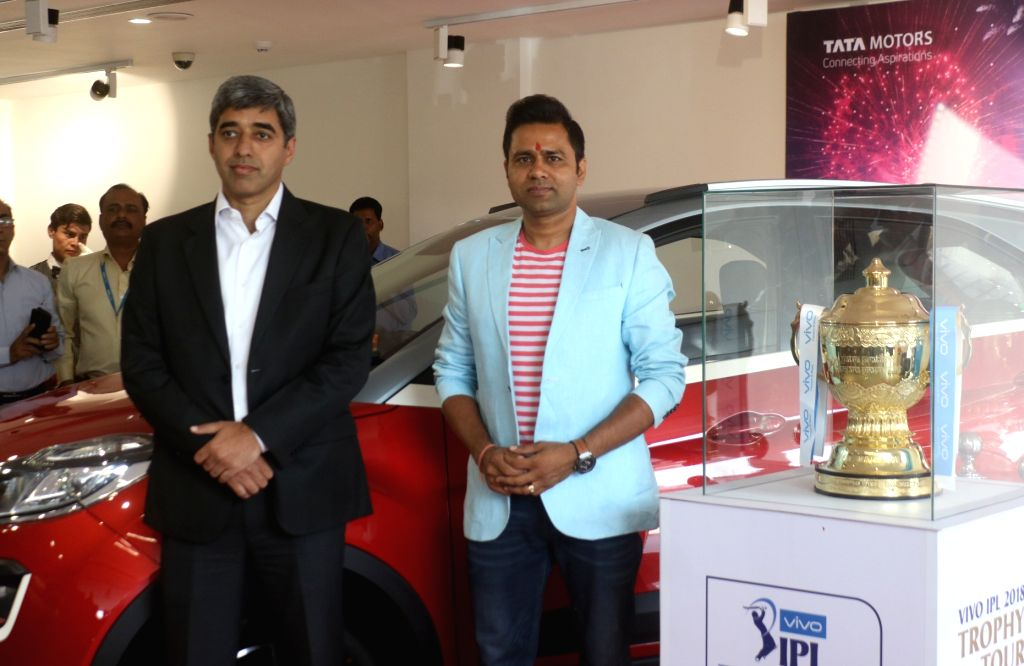 Former cricketer Aakash Chopra along with Nitin Mehta of Tata Nexon during the IPL Trophy Tour 2018, in New Delhi on March 29, 2018. - Aakash Chopra and Nitin Mehta