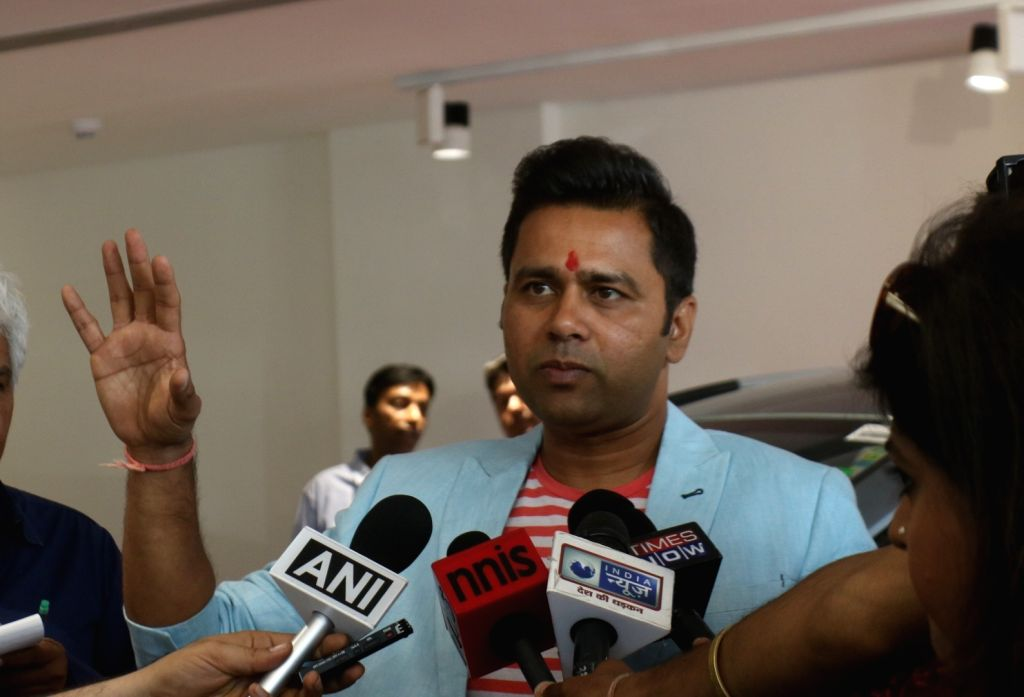 Former cricketer Aakash Chopra talks to the press during the IPL Trophy Tour 2018, in New Delhi on March 29, 2018. - Aakash Chopra
