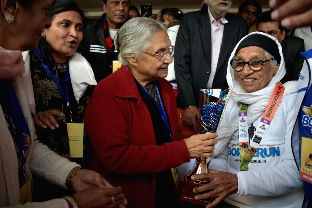 Former Delhi Chief Minister Sheila Dikshit along with Mann Kaur , world's fastest centenarian at American Masters Games in Vancouver in 2017. - Sheila Dikshit and Kaur