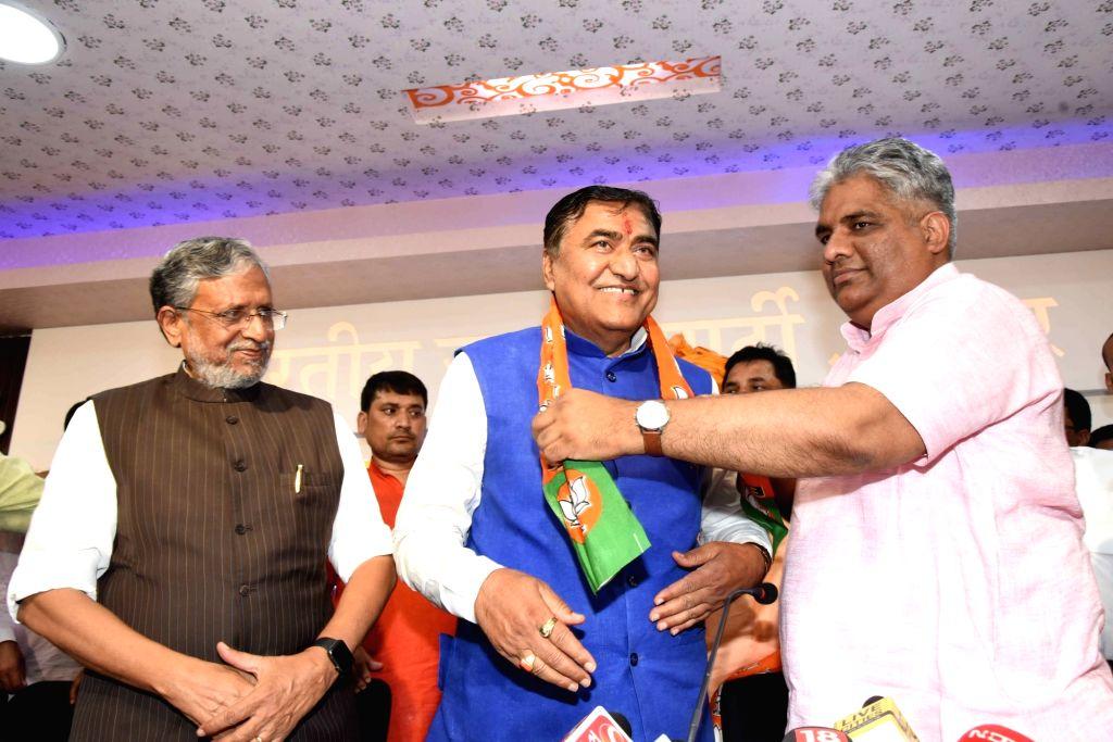 Former HAM-S National Vice-President Mahachandra Prasad Singh joins BJP in the presence of Bihar Deputy Chief Minister Sushil Kumar Modi and BJP leader Bhupender Yadav in Patna, on April 13, ... - Sushil Kumar Modi, Mahachandra Prasad Singh and Bhupender Yadav