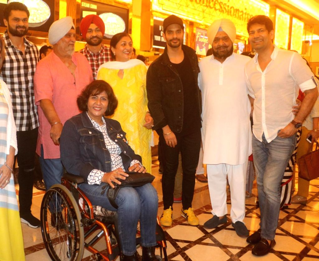 Former India cricketer Bishan Singh Bedi, Indian para-athlete Deepa Malik, actor Angad Bedi, singer Jasbir Jassi and former Hockey player Sandeep Singh along with his elder brother ... - Angad Bedi, Malik, Bishan Singh Bedi, Sandeep Singh and Bikramjeet Singh