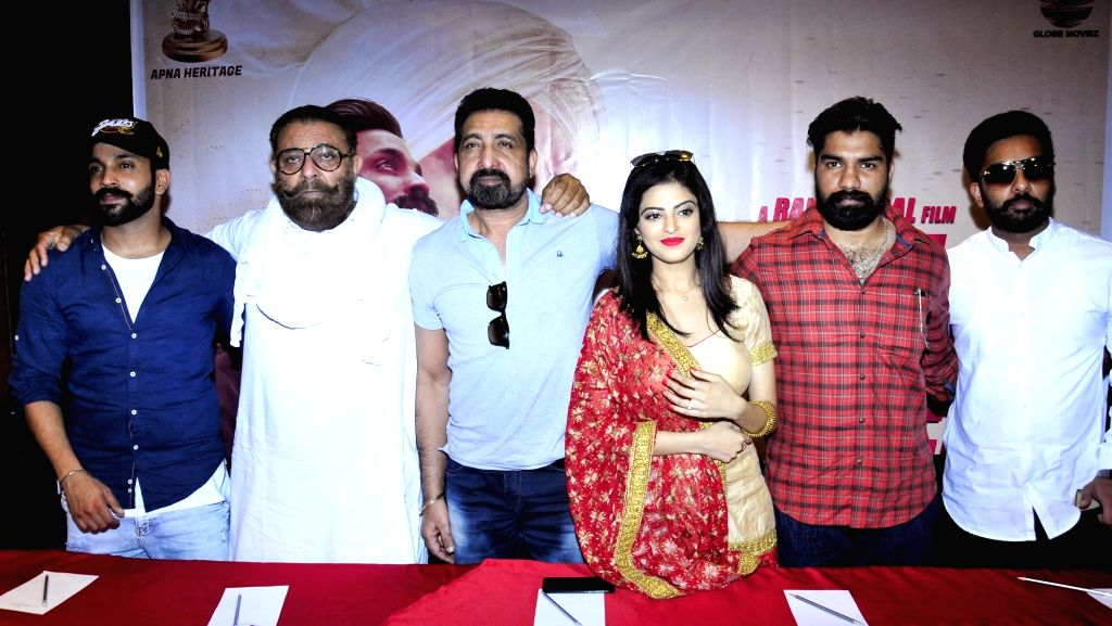 "Former India cricketer Yograj Singh, actors Dilpreet Dhillon and Roshni Sahota during a press conference to promote their upcoming Punjabi film ""Great Sardaar"" in Amritsar on June ... - Dilpreet Dhillon, Roshni Sahota and Yograj Singh"
