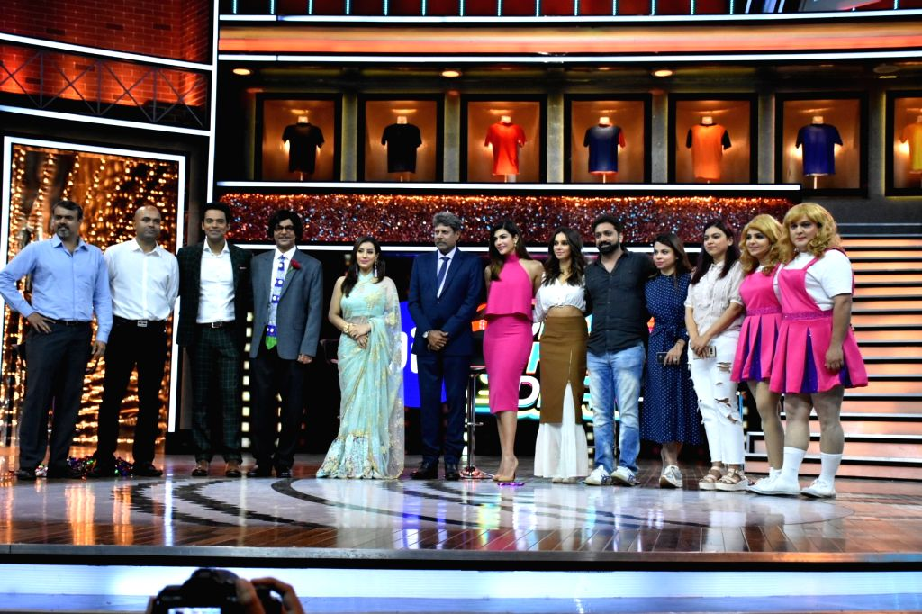Former India skipper Kapil Dev, sports anchors Archana Vijaya, Samir Kochhar, actress-host Shibani Dandekar, actors Sunil Grover, Ali Asgar and Sugandha Mishra at the launch of cricket and ... - Sunil Grover, Ali Asgar, Sugandha Mishra and Kapil Dev