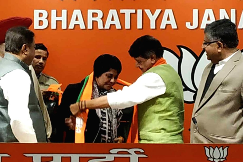 Former IPS officer Bharti Ghosh joins BJP in presence of party leaders Ravi Shankar Prasad, Kailash Vijayvargiya and Mukul Roy in New Delhi on Jan 4, 2019. - Bharti Ghosh and Mukul Roy