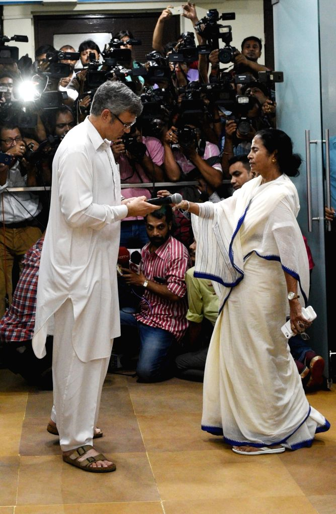 Former Jammu and Kashmir Chief Minister and National Conference leader Omar Abdullah meets West Bengal Chief Minister Mamata Banerjee at Nabanna in Howrah on July 27, 2018. - Mamata Banerjee