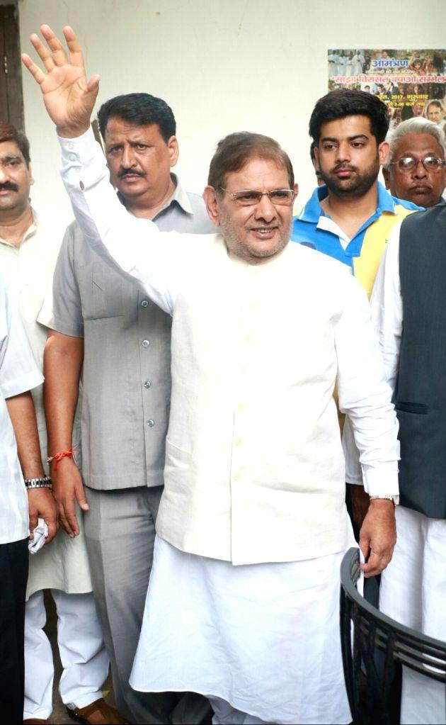 Former Janata Dal-United (JD-U) president Sharad Yadav during a press conference in New Delhi on Aug 16, 2017. - Sharad Yadav