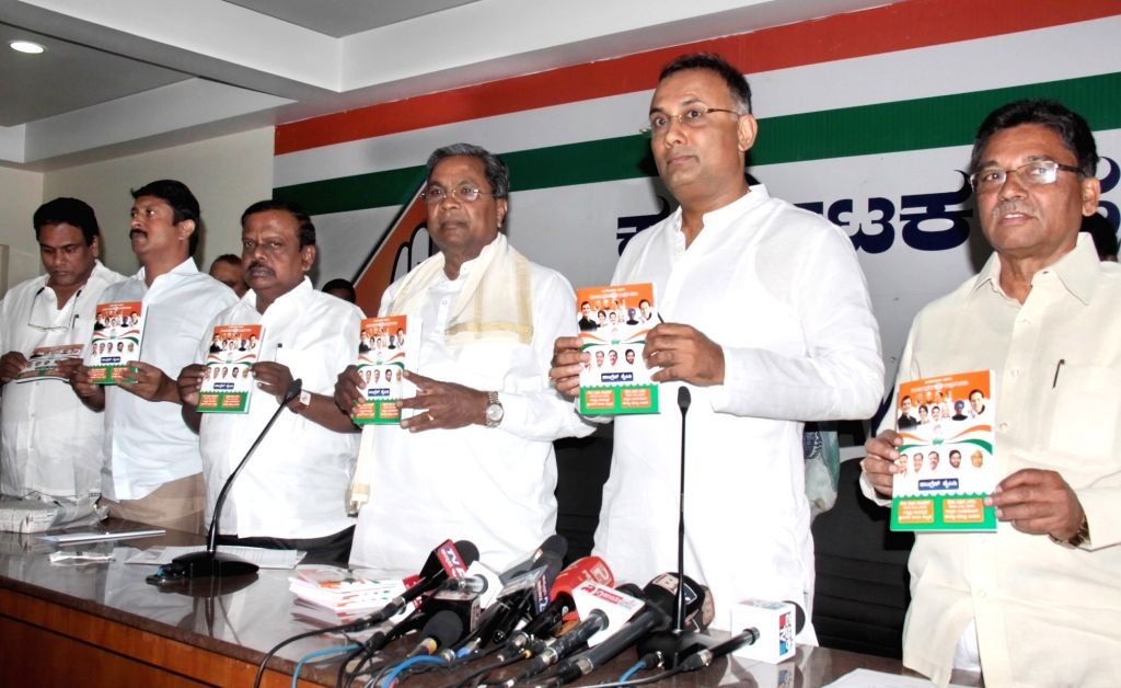 Former Karnataka Chief Minister and Congress leader Siddaramaiah along with state party President Dinesh Gundu Rao and others, releases Congress handbook ahead of 2019 Lok Sabha elections, ... - Dinesh Gundu Rao
