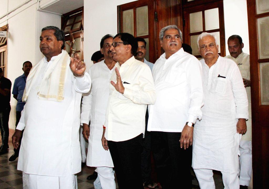 Former Karnataka Chief Minister and Congress leader Siddaramaiah arrives to meet state assembly Speaker K. R. Ramesh Kumar, at Vidhana Soudha in Bengaluru on July 17, 2019. - K. R. Ramesh Kumar