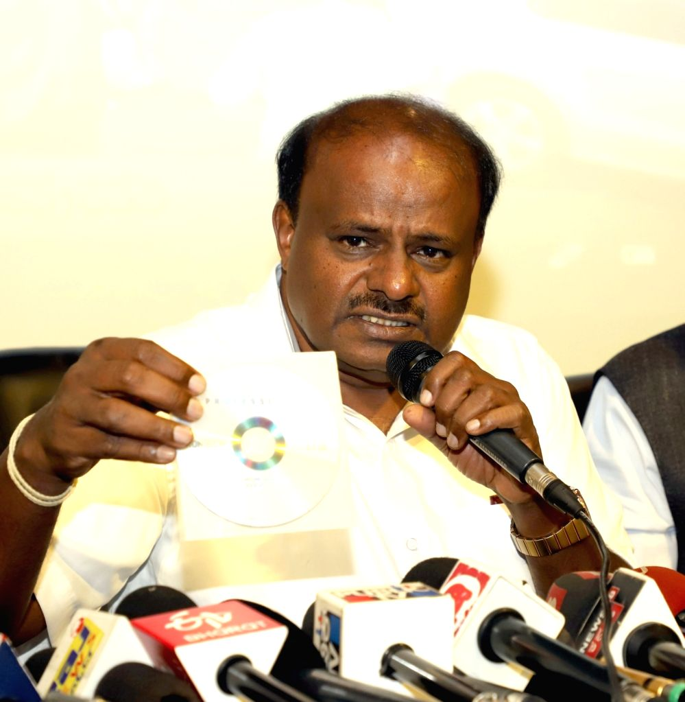 Former Karnataka Chief Minister and JD-S leader HD Kumarswamy addresses a press conference in Bengaluru on Jan 10, 2020.