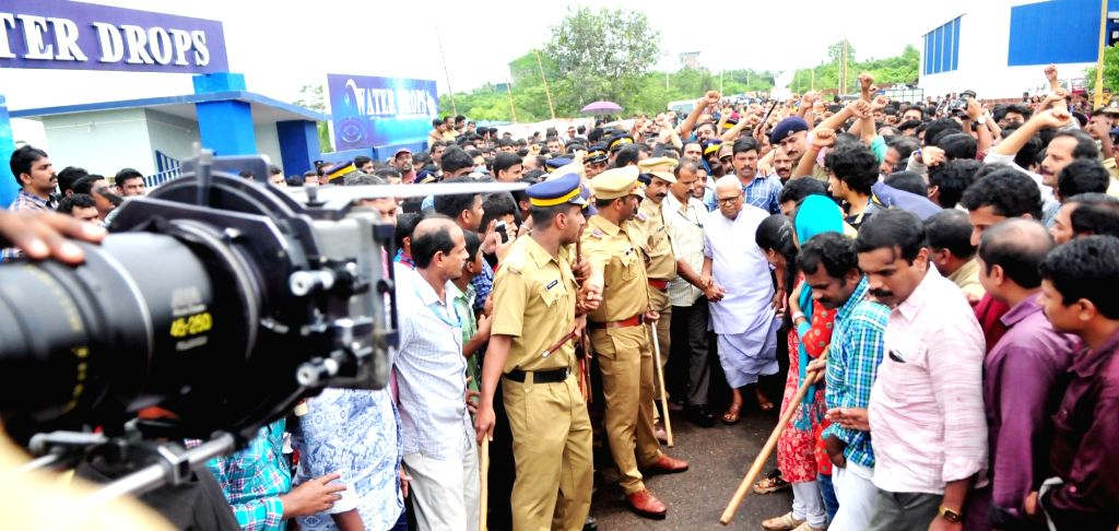 """Former Kerala Chief Minister V.S. Achuthanandan shooting for a Malayalam film """"Campus Diary"""" at Kuthuparamba in Kannur on July 9, 2016. Achuthanandan will star as himself in the ... - V."""
