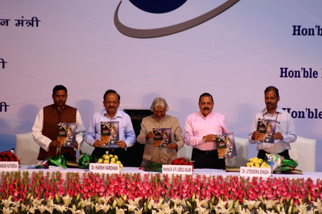 Former president of India A. P. J. Abdul Kalam with Union Minister of State (Independent Charge) Development of North-Eastern Region (DoNER), MoS PMO, Personnel, Public ... - Jitendra Singh