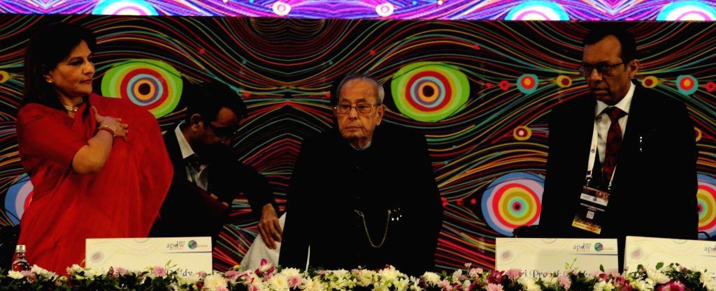 Former President Pranab Mukherjee and Asian Pacific Digestive Week (APDW) President Mahesh K Goenka at the inaugural session of APDW 2019, in Kolkata on Dec 13, 2019. - Pranab Mukherjee and Mahesh K Goenka