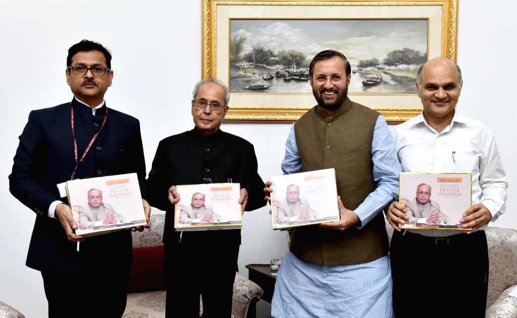 "Former President Pranab Mukherjee and Union Human Resource Development Minister Prakash Javadekar during the release of  a book ""Guru-Sangraha"" - a compilation of convocation ... - Prakash Javadekar and Pranab Mukherjee"