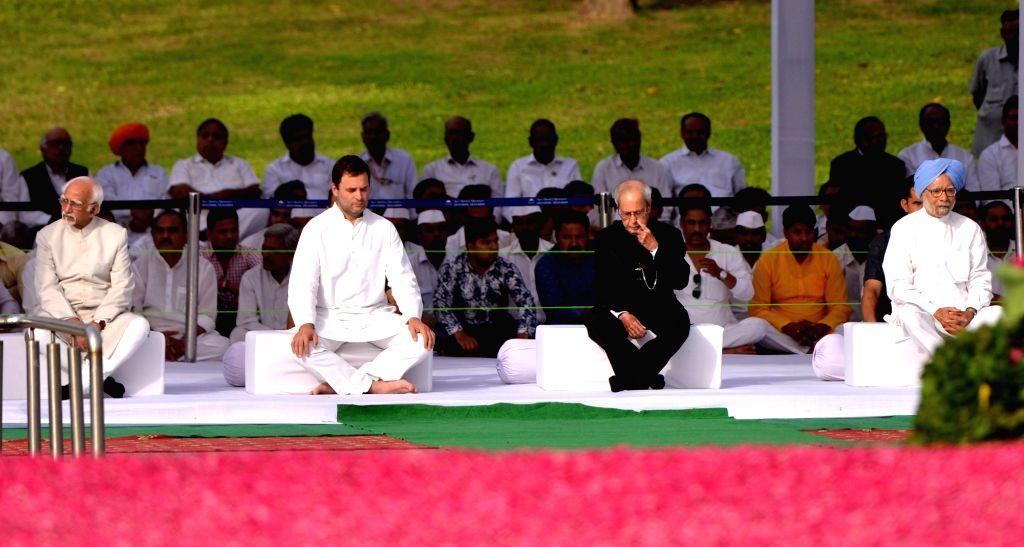 Former President Pranab Mukherjee, Former Vice-President Hamid Ansari, Former Prime Minister Dr. Manmohan Singh and Congress President Rahul Gandhi during a programme organised to pay ... - Rahul Gandhi, Pranab Mukherjee and Manmohan Singh